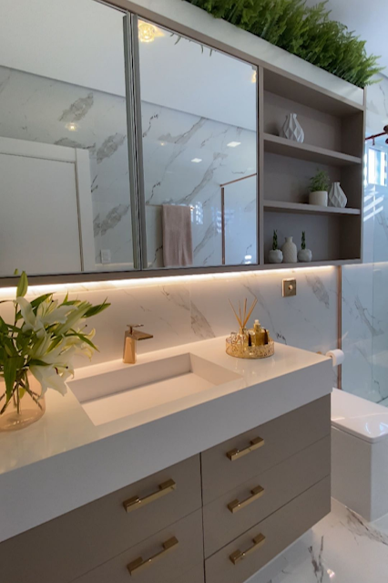banheiro bege branco dourado sob medida decorado