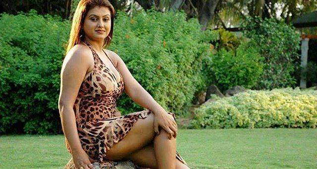 Sona Heiden Aunty Hot & Sexy Pics