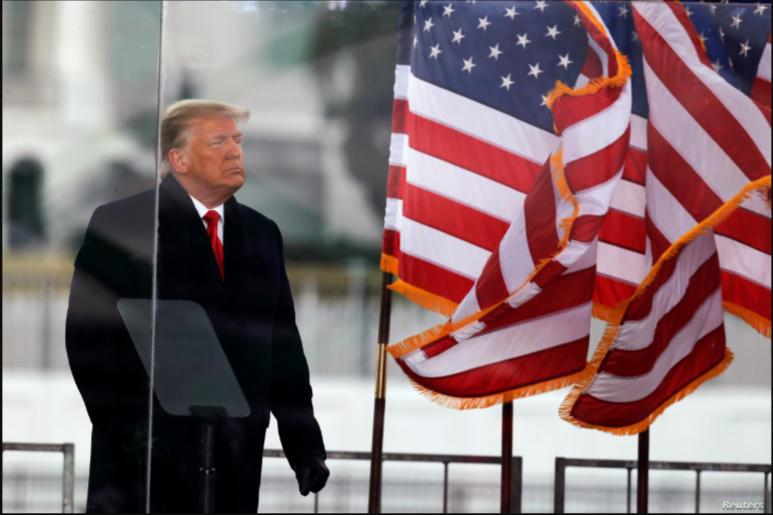 El presidente Donald Trump al final de un discurso pronunciado a sus seguidores en Washington, DC, el 6 de enero de 2020 / REUTERS