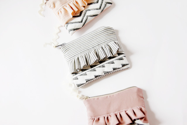 Adorable DIY ruffle zipper pouch