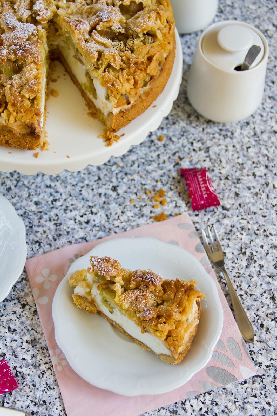 Ciasto z pianką i rabarbarem.