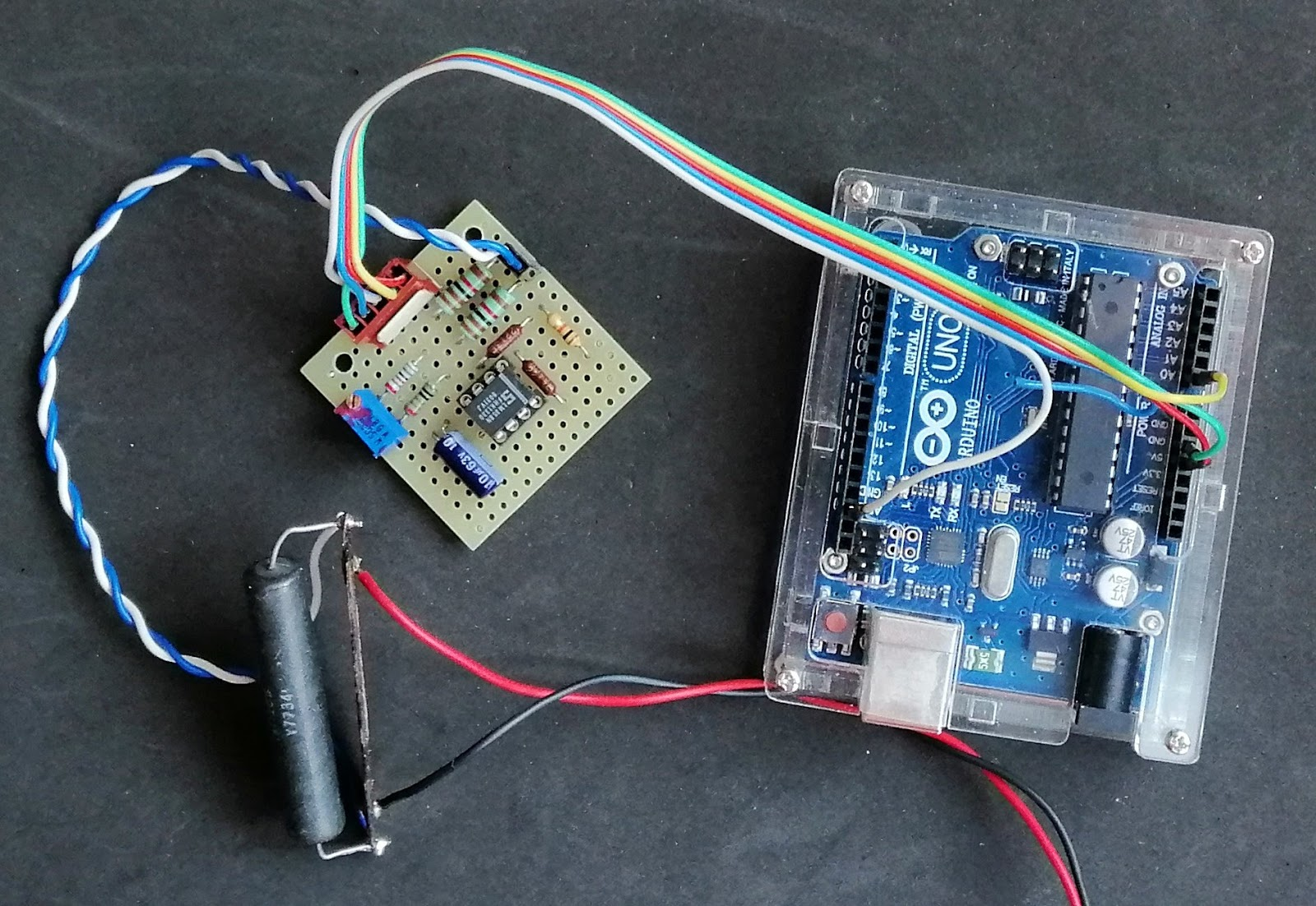 ArduPicLab: A simple circuit for measuring electrical current with