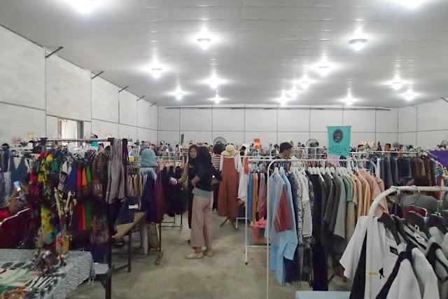bazaar pakaian tumpah ruah