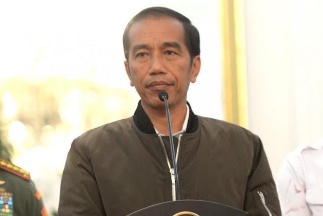 Harga Jaket Bomber yang Laku Keras Karena Dipakai Jokowi. Penjualnya Sampai Kehabisan Stok