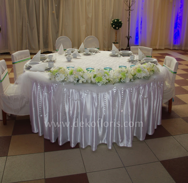 biało zielone dekoracje kwiatowe na stole weselnym opolskie