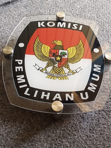 Sign Logo KPU Bahan Akrilik - Percetakan Tanjungbalai