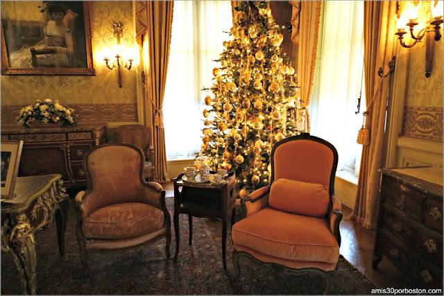 Mesa de Té del Dormitorio de la Señora Berwind en la Mansión The Elms en Newport
