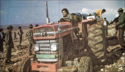 Gadafi+trabajando.jpg
