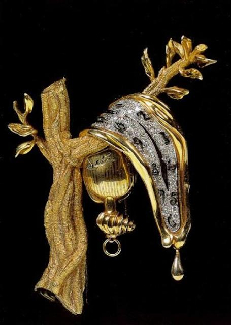 A constância da memória, 1949, ouro, diamantes, esmalte, relógio com movimento Jaeger LeCoultre 426.