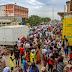 Angolanos ignoram restrições do governo: 'Melhor morrer da doença do que morrer de fome'.