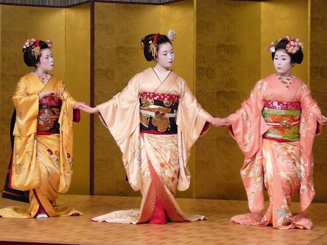 susohiki geisha kimono