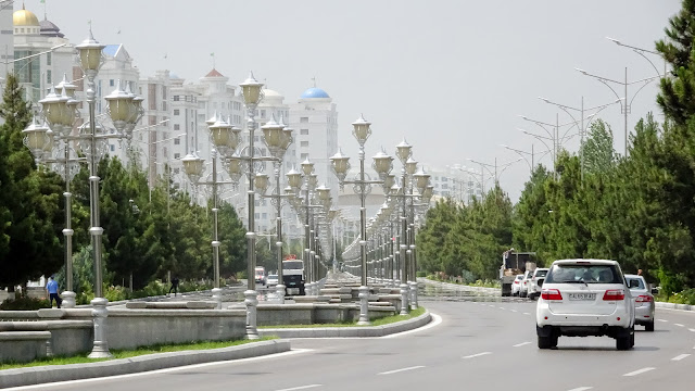 Bitaraplyk şaýoly is the street from the presidents house to the south of Ashgabat