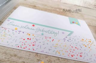 Farben: Bermudablau, Curry-Gelb, Blutorange, Heideblüte, Grundweiß Stempel: Eiszeit Designerpapier: selbst gestempelt mit den Punkten von Eiszeit :-) Werkzeug: Papierschneider, Aufhebhelfer