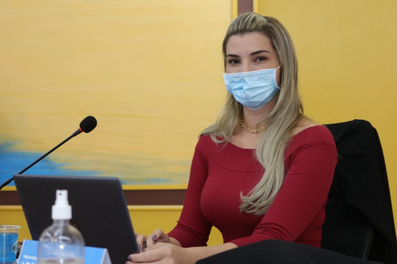Vereadora protocola projeto para atuação de psicólogos e assistentes sociais em escolas