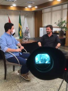 Salazar entrevista Duílio para a Gazeta Esportiva.