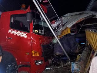 Laka Lantas di Poros Makassar-Pare Libatkan Truck Hino dan Pick Up
