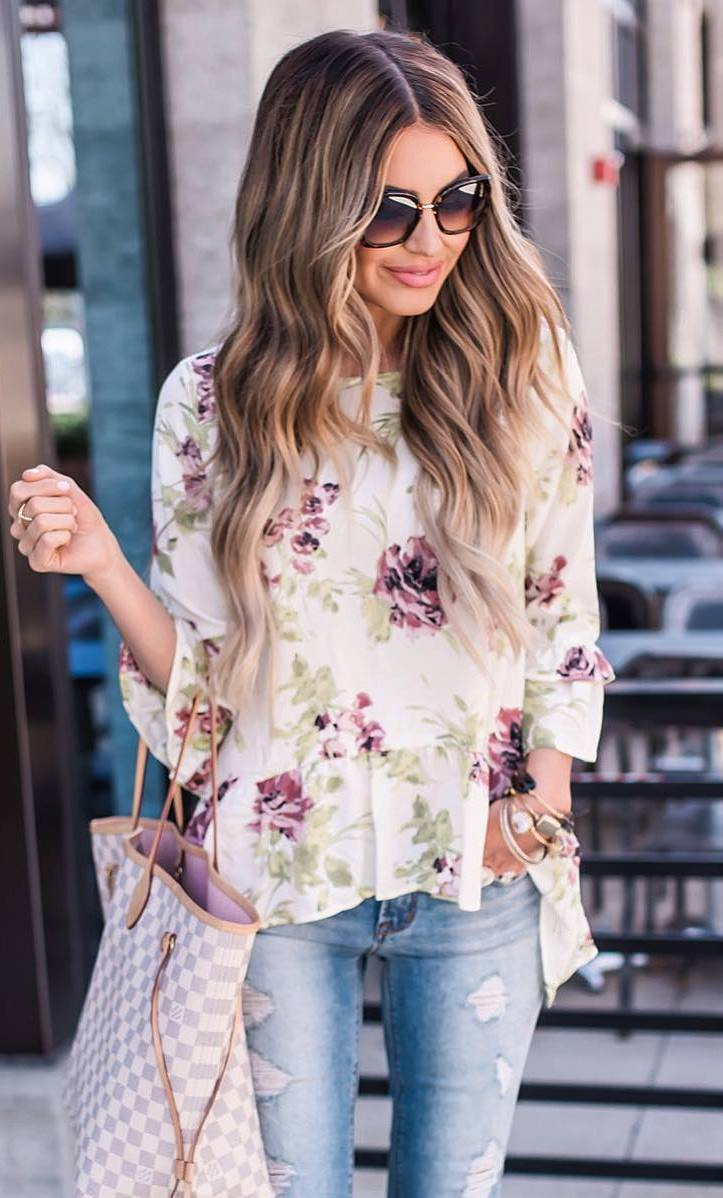 trendy summer outfit: bag + blouse + ripped jeans