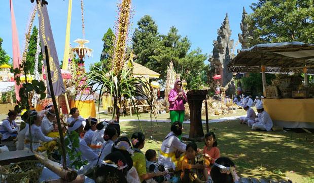 Upacara Ritual Tawur Labuh Gentuh di Pura Mandara Giri Semeru Agung