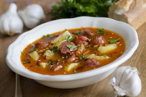 Paprikás krumpli hosszú lével: ezt aztán kedvedre tunkolhatod