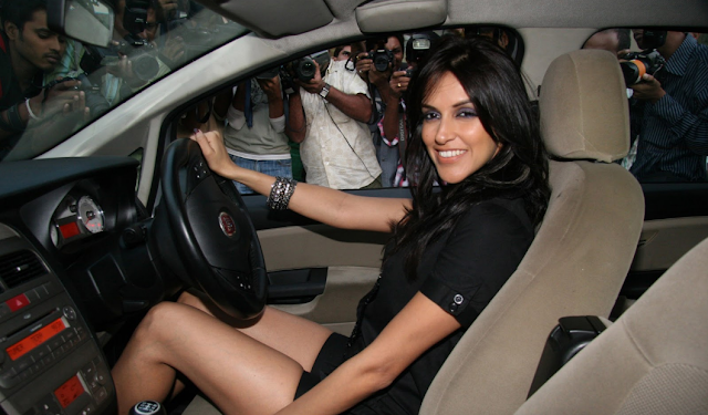 Neha Dhupia sexy thigh show!!!!Dont miss it!! HQ Unwatermarked
