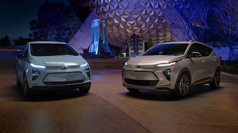 GM 2022 redesigned Bolt EV (left) and Bolt EUV (right)