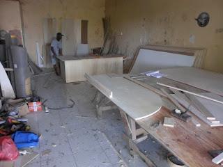 Apakah Furniture Tempel HPL Mudah Mengelupas ? (pertanyaan tentang furniture)