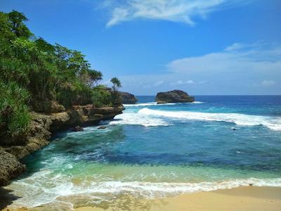 Area Pantai Teluk Putri tidak begitu luas tapi memiliki jalur yang cukup sulit. Foto oleh @nahrudin_26