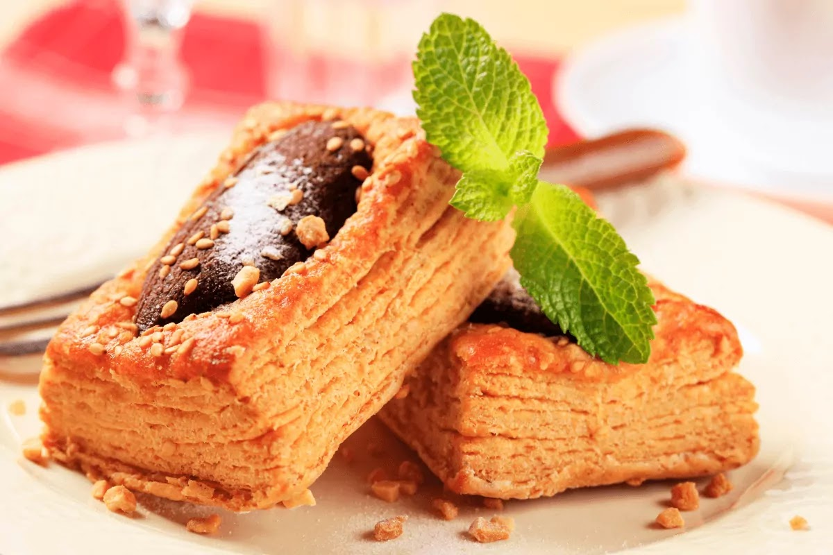 Puff pastry stuffed with dark chocolate