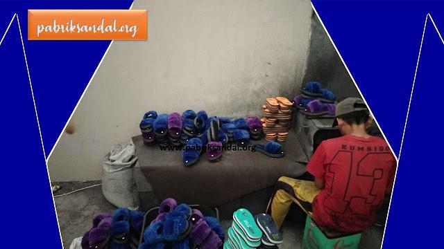 Proses Produksi Sandal Jepit di Pabrik Sandal GARUT