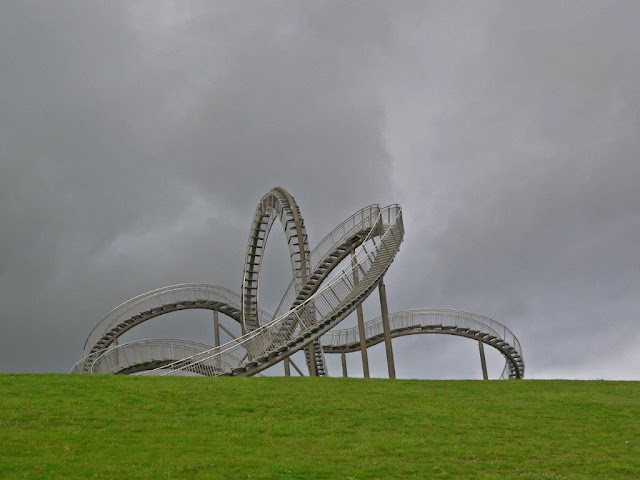 Tiger and Turtle Magic Mount Duisburg Halde Landmarke Ruhrgebiet Ruhrpott