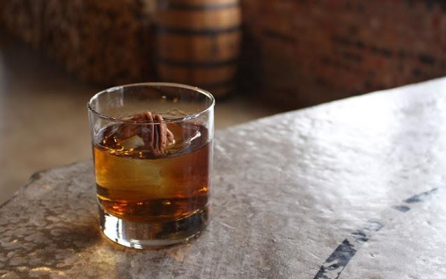 Bourbon Pecan Pie Cocktail #drinks #cocktails