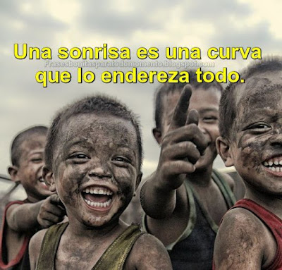 Una sonrisa es una curva que lo endereza todo.   -Phyllis Diller.