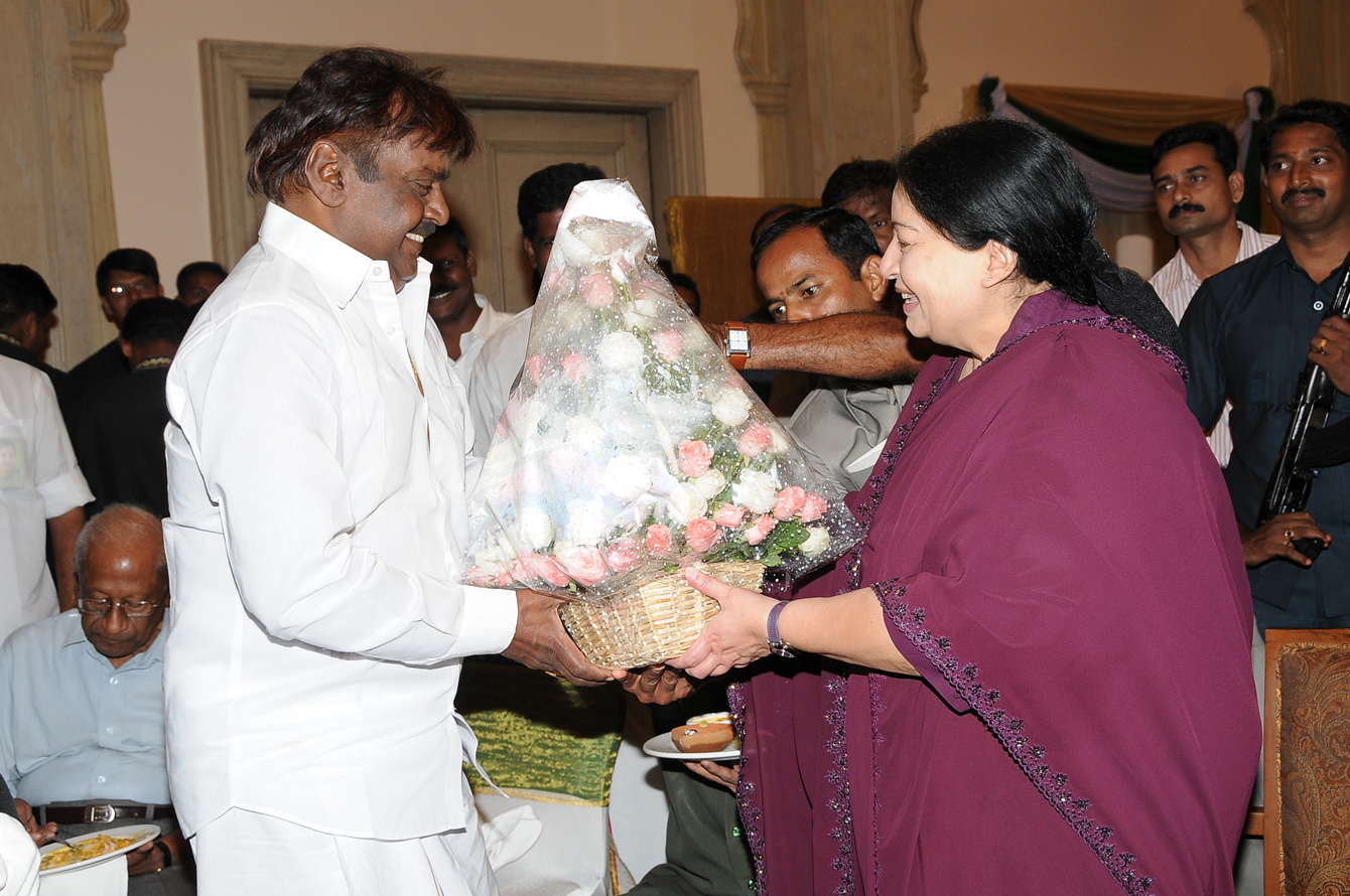 Image result for vijayakanth and jayalalitha