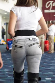 guapa chava jeans entallados