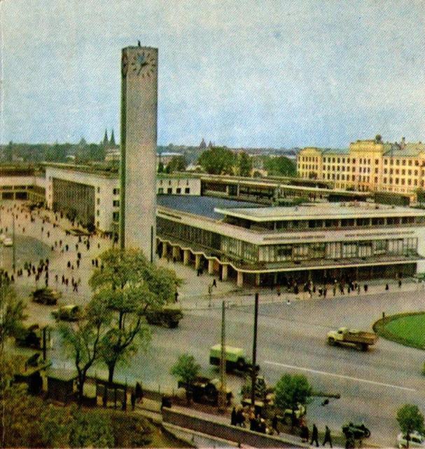 Вторая половина 1960-х годов. Рига. Перекресток улиц 13 Января, Гоголя и Суворова. Ж/д вокзал и водонапорная башня с часами на Привокзальной площади