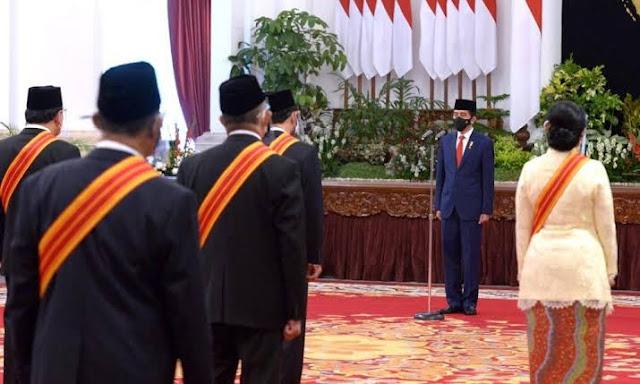 Obral Bintang Tanda Jasa, Jokowi Dinilai Terapkan Politik Murahan