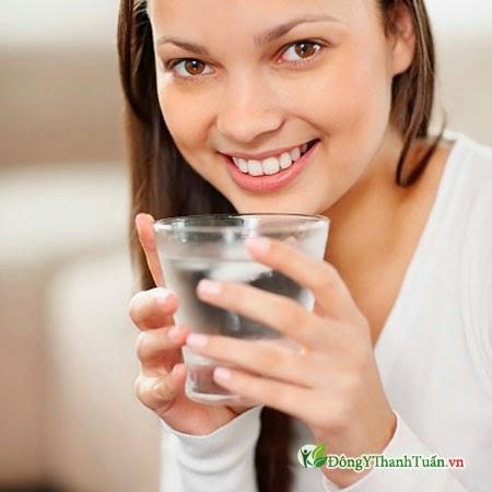 Phòng bệnh nóng trong bằng uống nhiều nước