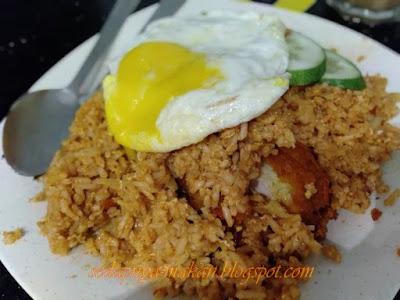 nasi goreng ayam telur mata