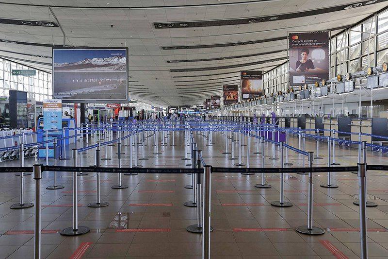 Así ha bajado el tráfico aéreo  en Chile durante la pandemia