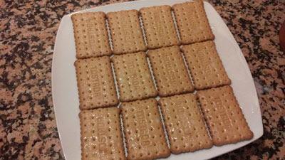 hacemos una capa de galletas