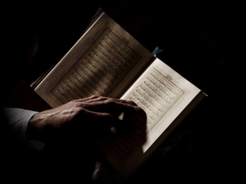 Studi Kritis Atas Hadits Taatilah Pemimpin yang Menuntun Kalian dengan Kitabullah
