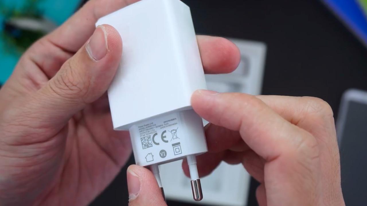 Seberapa Cepat Pengisian Baterai Oppo A83? Apakah Mendukung