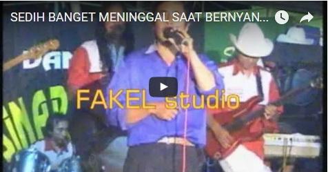 VIDEO: Sedang Asyik Bernyanyi Dangdut, Pria Ini Langsung Tersungkur Dan Meninggal Di Panggung