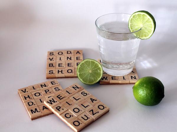 DIY Getränkeuntersetzer aus Scrabble Buchstaben