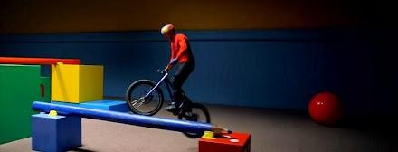 Danny MacAskill's Imaginate | Street Trials Pro Driver im Kinderzimmer