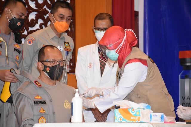 Kapolda Jambi Irjen Pol A Rachmad Wibowo Jadi Penerima Pertama Suntikan Vaksin Covid-19