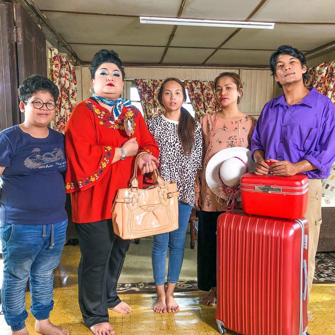 Pelakon Kampung People 2