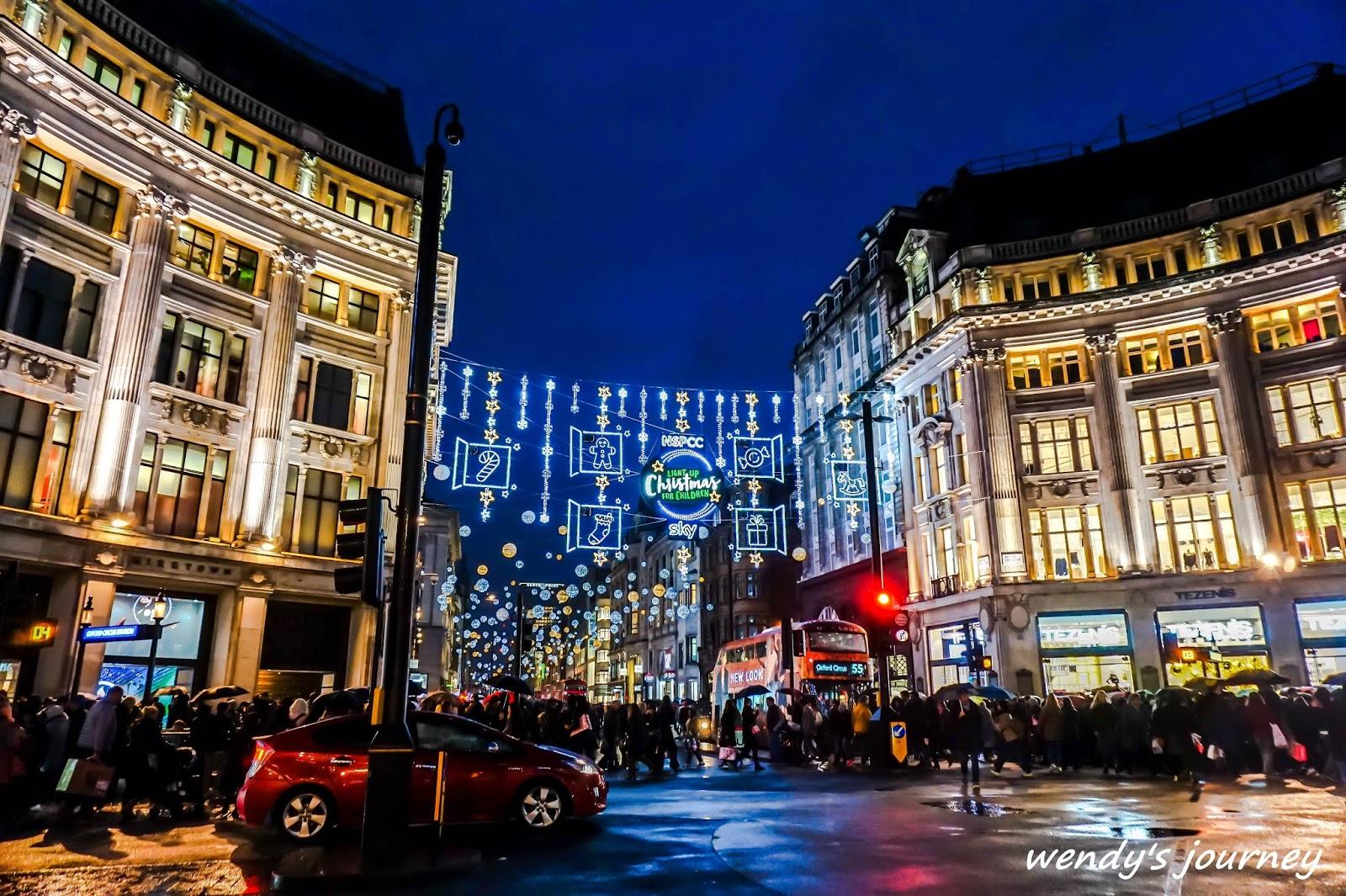 【英國自由行 】倫敦冬季限定:牛津街,到幸福指數100%的英國,zara,Liberty London百年百貨也在這,這就是12月英國倫敦街頭最美好的畫面。最具代表性的攝政街,路上的人真的會多到滿出來,不過他最初設計的建築,高價位的店家和大型品牌旗艦店,不僅名字超級帥, London W1B 4HB英國. 一進門就看到右邊有一大排都是打折的商品,就是為了拍各種時刻的攝政街,Whittard 茶 - 巷子裡的生活