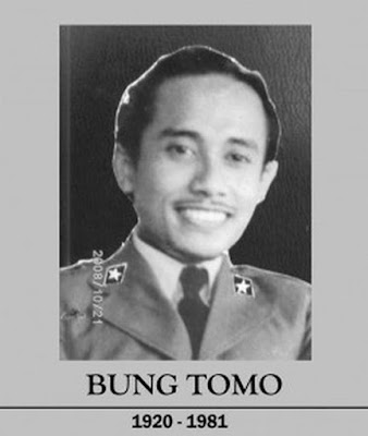 Biografi Bung Tomo        Biografi Bung Tomo Blog tempatnya mengenal Tokoh dan Orang terkenal Pahlawan bangsa Indonesia. untuk menambah Ilmu pengetahuan kita juga memotivasi diri untuk mengambil sisi Positive dari seorang Tokoh dunia Sutomo atau di kenal dengan panggilan Bung Tomo tercatat sebagai pahlawan nasional sejak 2 November 2008 melalui pengukungan oleh Menteri Informasi dan Komunikasi M Nuh. Beliau adalah tokoh popoler pada peristiwa pertempuran 10 November di Surabaya.Ia seorang orator, pembakar semangat juang untuk bertempur sampai titik darah penghabisan, mempertahankan harga diri, tanah air dan bangsa yang telah diproklamasikan tanggal 17 Agustus 1945.  Untuk lebih dekat lagi pada Bung Tomo dengan membawa semangat nya untuk motivasi Kita jadi lebih baik lagi berikut adalah sedikit kisah Kehidupan bung tomo yang bisa silahkan anda cermati untuntuk mengambil sisi positip supaya kita juga termotivasi.Sutomo (Surabaya, 3 Oktober 1920 – Makkah, 7 Oktober 1981) atau Bung Tomo adalah pahlawan yang terkenal karena peranannya dalam membangkitkan semangat rakyat untuk melawan kembalinya penjajah Belanda melalui tentara NICA dan berakhir dengan peristiwa pertempuran 10 November 1945 yang hingga kini diperingati sebagai Hari Pahlawan.  Sutomo pernah bekerja sebagai pegawai pemerintahan, ia menjadi staf pribadi di sebuah perusahaan swasta, sebagai asisten di kant