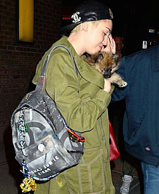 Miley-Cyrus-Chanel-Graffiti-Rucsac-de-Fite